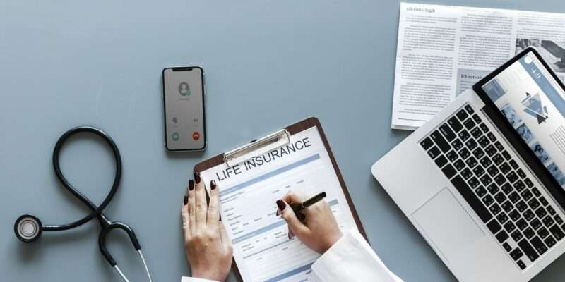 Does life insurance go through probate